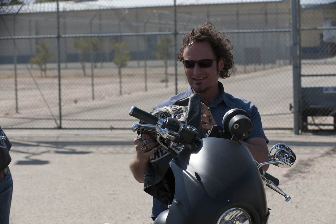 Nach 14 Monaten Knast genießt Tig (Kim Coates) die Freiheit und das Motorradclub-Leben ... - Bildquelle: 2011 Twentieth Century Fox Film Corporation and Bluebush Productions, LLC. All rights reserved.