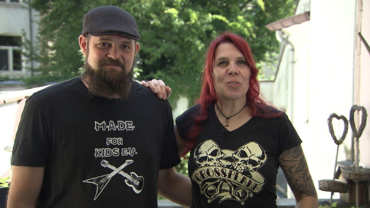 Geben alles, um den Sternekoch von ihrem Gericht zu überzeigen: Rockerpärchen Flo und Älla ... - Bildquelle: kabel eins