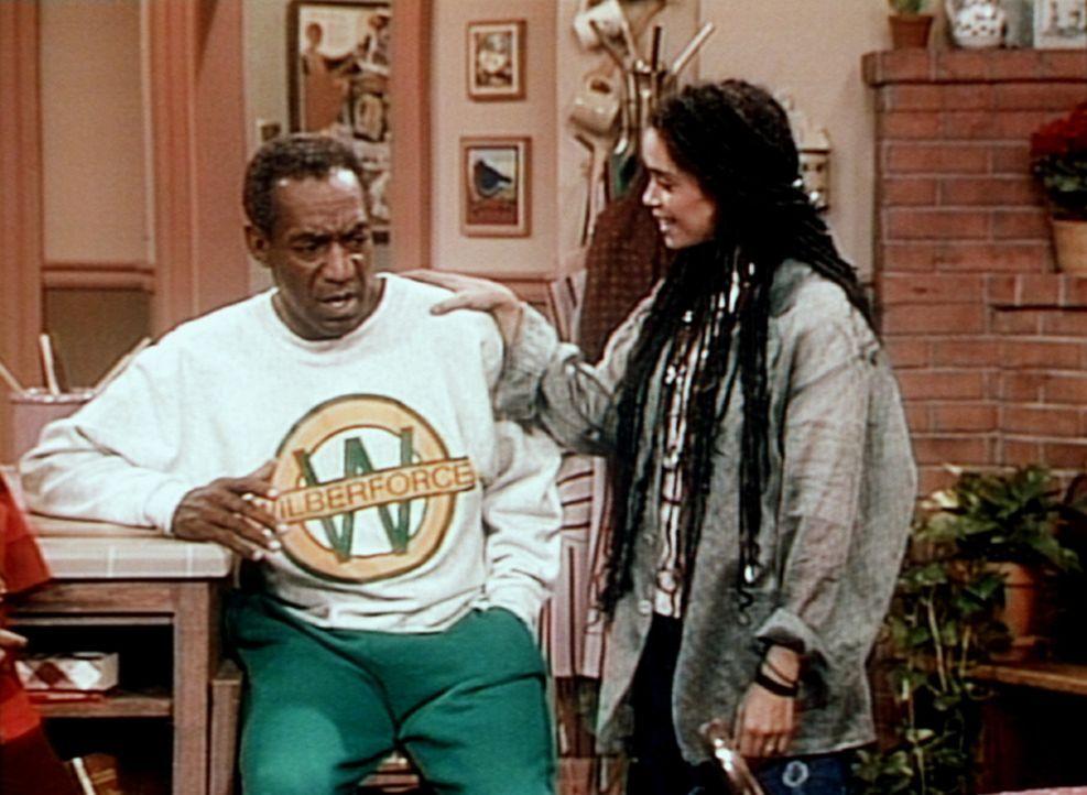 Cliff (Bill Cosby, l.) hat ein Problem, nachdem er die Neuigkeiten von seiner Tochter Denise (Lisa Bonet, r.) gehört hat. - Bildquelle: Viacom