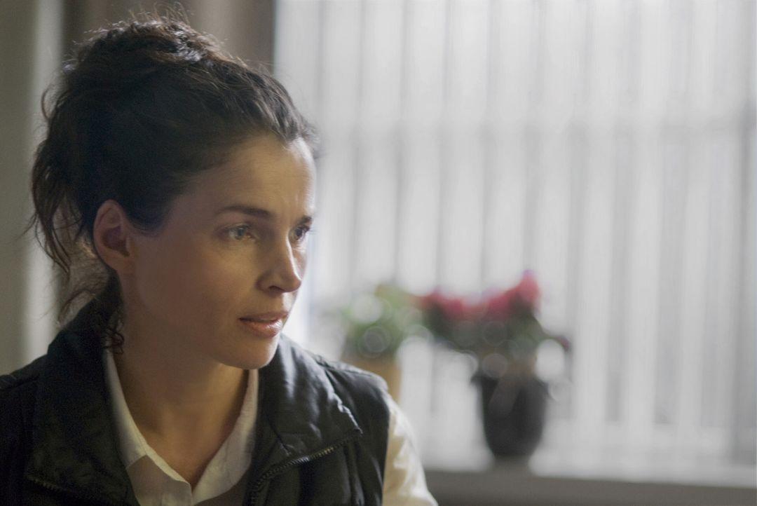 Nach wie vor weiß Caroline (Julia Ormond) nicht, wer ihr Vater ist. Als ihre Mutter im Sterben liegt, bittet diese sie, ihr aus dem Tagebuch eines F... - Bildquelle: 2009   Warner Brothers