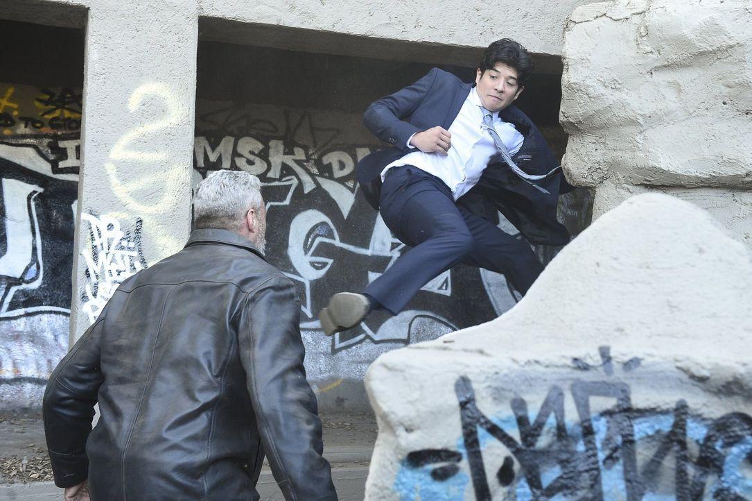 Ein junger Graffitikünstler wird Zeuge eines Mordes. Lee (Jon Foo, r.) und sein Kollege Carter versuchen, die Täter zu fassen. Doch dies ist keine l... - Bildquelle: Warner Brothers