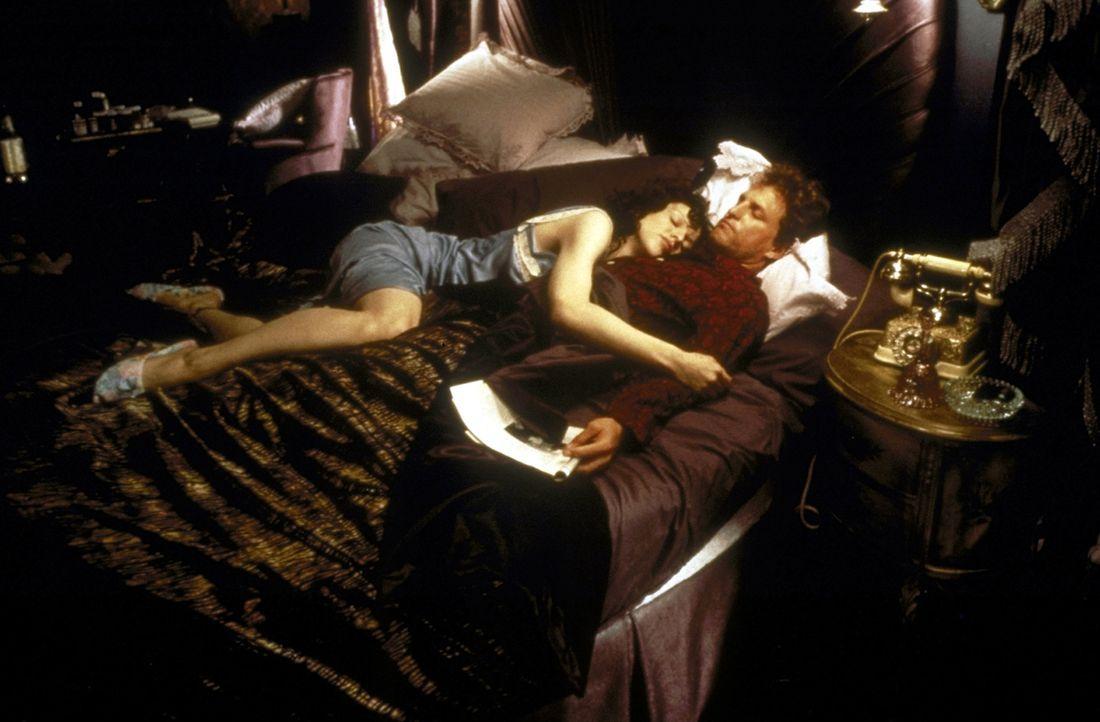 Gehen gemeinsam durch Dick und Dünn: Larry Flynt (Woody Harrelson, r.) und seine Frau Althea (Courtney Love, l.) - Bildquelle: Columbia Pictures