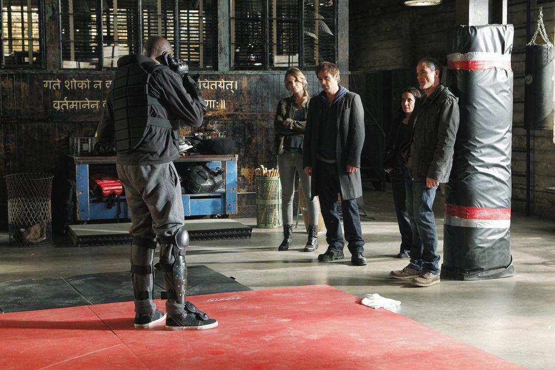 Ein neuer Fall wartet auf John (Michael Kelly, r.), Beth (Janeane Garofalo, 2.v.r.), Sam (Forest Whitaker, l.), Gina (Beau Garrett, 2.v.l.) und Mick... - Bildquelle: ABC Studios