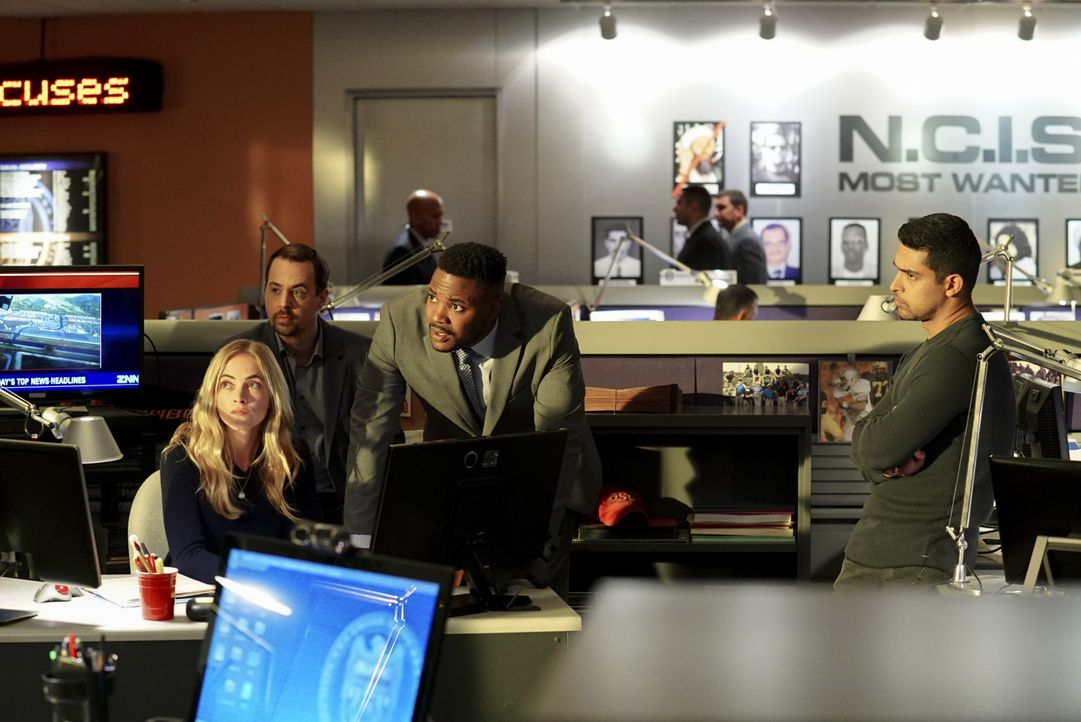 Während der Investigation einer Entführung entdeckt das NCIS Team (v.l.n.r.: Emily Wickersham, Sean Murray, Duane Henry, Wilmer Valderrama), dass di... - Bildquelle: Monty Brinton 2017 CBS Broadcasting, Inc. All Rights Reserved. / Monty Brinton