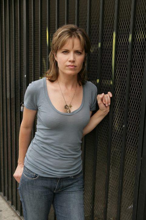 Crystal Hoyle (Kim Dickens) hat Megan entführt und ist mit ihr auf der Flucht ... - Bildquelle: CBS International Televison