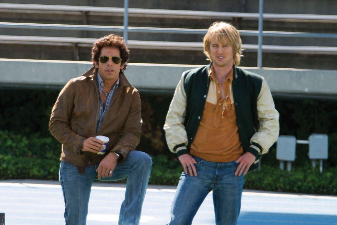 Bay City, Mitte der 70er: Die Polizisten David Starsky (Ben Stiller, l.) und Hutch (Owen Wilson, r.) sollen einen Drogendealer überführen, der eine... - Bildquelle: Buena Vista International