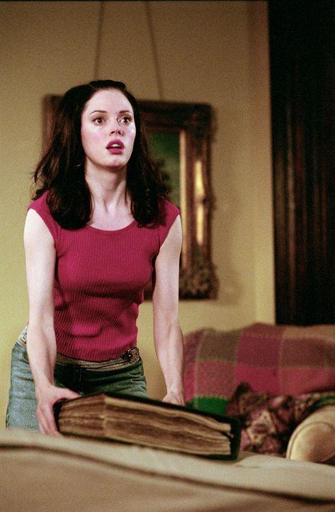 Paige (Rose McGowan) nimmt sich das Buch der Schatten und will es für ihre persönlichen Ziele einsetzen ... - Bildquelle: Paramount Pictures
