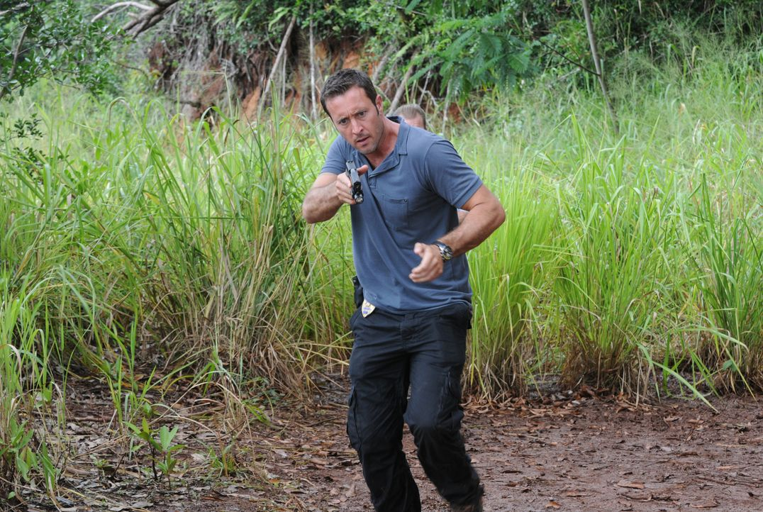 Gibt alles, um Chin und Kono zu retten: Steve (Alex O'Loughlin) ... - Bildquelle: Norman Shapiro 2015 CBS Broadcasting, Inc. All Rights Reserved