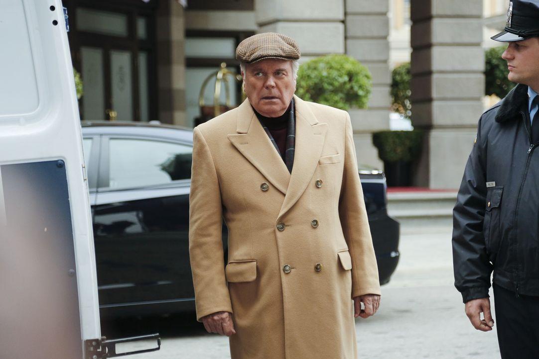 Anthony DiNozzo, Sr. (Robert Wagner) will seinen Sohn Tony in einem Hotel treffen, um ihm eine frohe Botschaft zu überbringen. Doch dazu kommt es er... - Bildquelle: CBS Television
