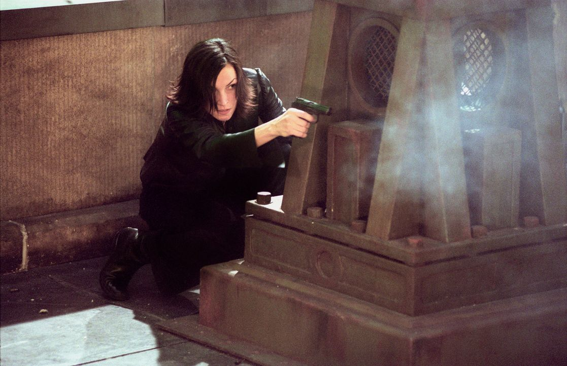 Im Visier gnadenloser Gangster: Rachel (Famke Janssen) ... - Bildquelle: 2003 Sony Pictures Television International