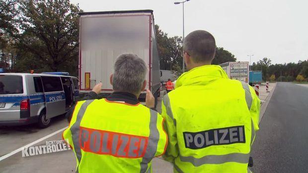 Achtung Kontrolle - Achtung Kontrolle! - Thema U.a.: Ein Schiefer Sattelanhänger Auf Der A7 - Lkw-großkontrolle