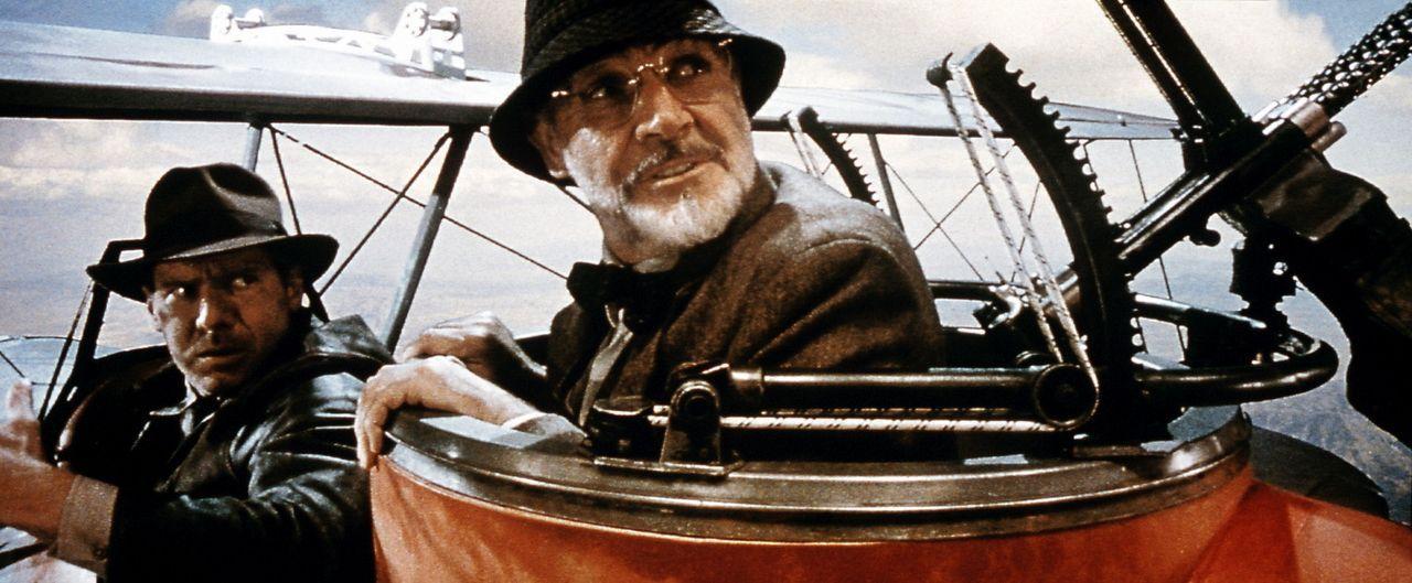 """""""Junior, wir sind getroffen!""""  Henry Jones (Sean Connery, r.) und Indy (Harrison Ford, l.) ... - Bildquelle: Paramount Pictures"""
