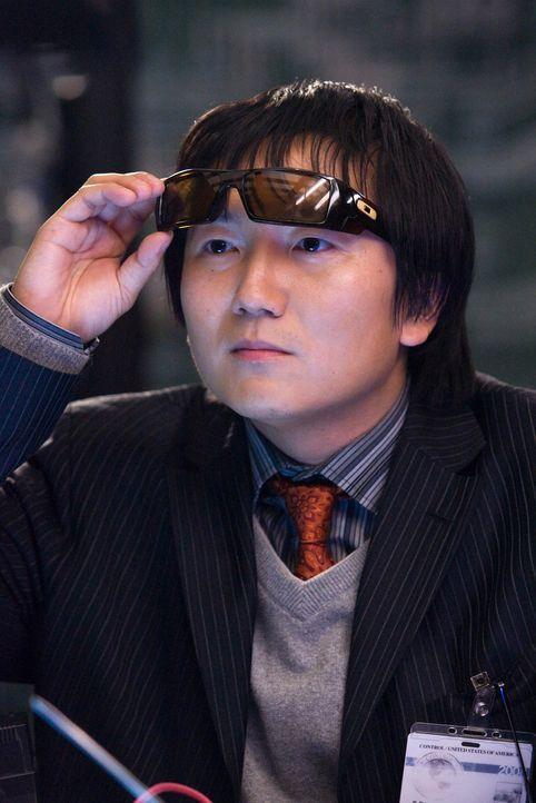 Die Aufgabe, sich Hals über Kopf als Spione bewähren zu müssen, ist den beiden CONTROL-Erfindern Bruce (Masi Oka) und Lloyd zunächst etliche Num... - Bildquelle: Warner Brothers