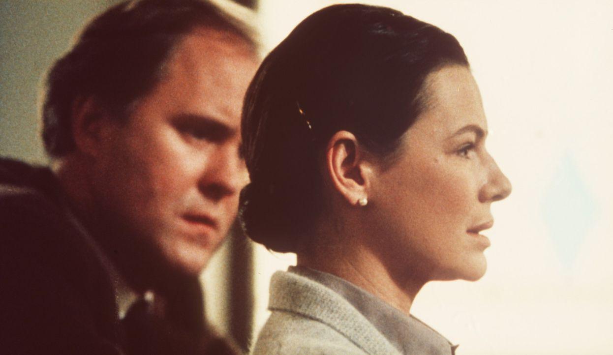 Noch immer sitzt der Schmerz tief: Vor einigen Jahren haben Reverend Shaw Moore (John Lithgow, l.) und seine Frau Vi (Dianne Wiest, r.) den gemeinsa... - Bildquelle: Paramount Pictures
