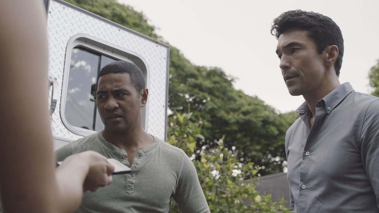 Junior Reigns (Beulah Koale, l.); Adam Noshimuri (Ian Anthony Dale, r.) - Bildquelle: 2019 CBS Broadcasting, Inc. All Rights Reserved