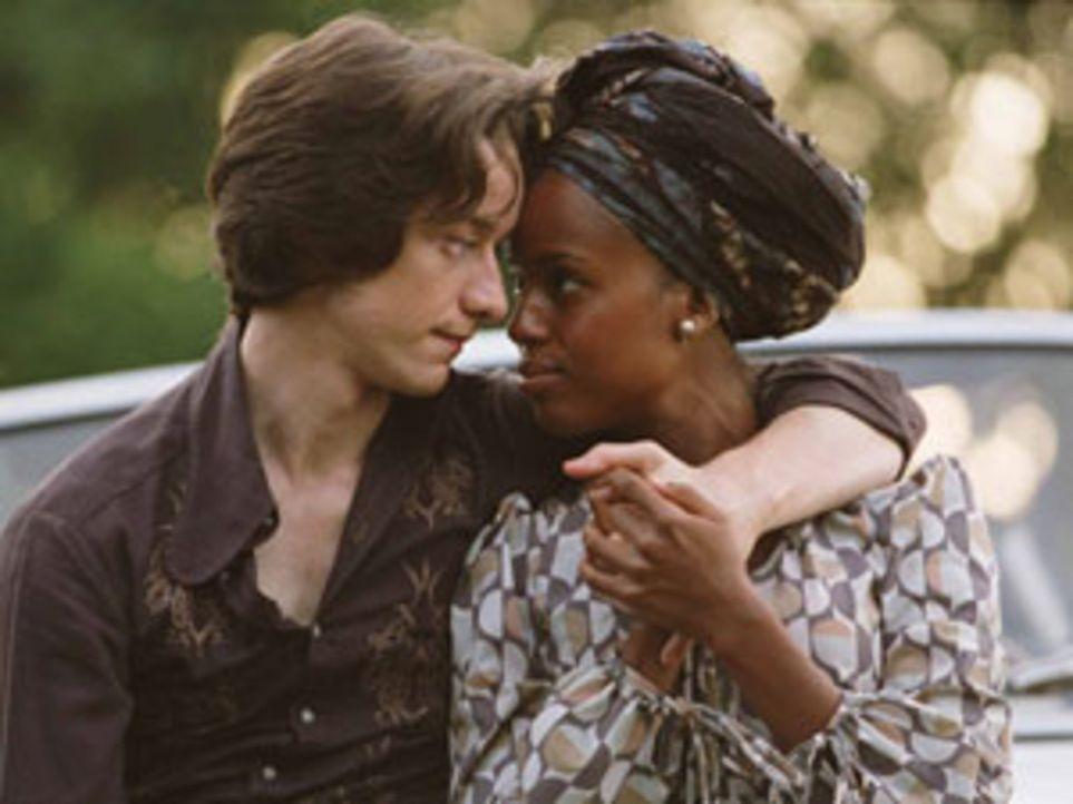 Nicholas Garrigan (James McAvoy, l.) und eine von Idi Amins unzähligen Frauen, Kay (Kerry Washington, r.), stürzen sich in eine lebensgefährliche Af...