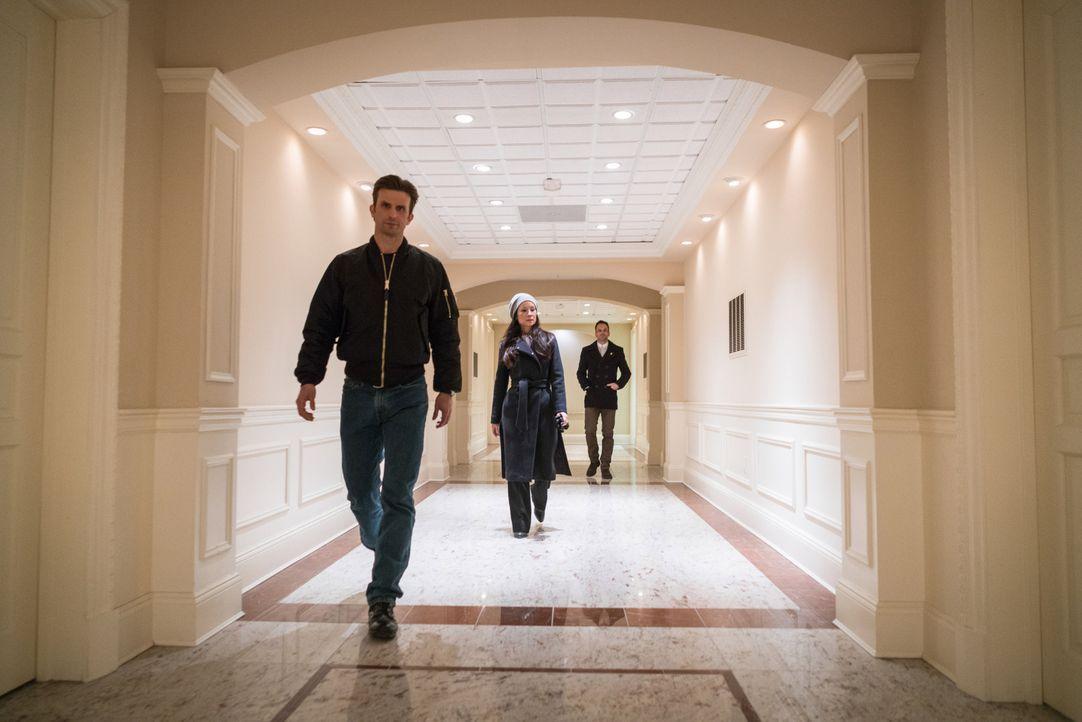 Holmes (Jonny Lee Miller, r.) und Watson (Lucy Liu, M.) wollen einen vermissten Arzt aufspüren und hoffen, dass ihnen Ronnie Wright (Frederick Welle... - Bildquelle: Michael Parmelee 2016 CBS Broadcasting Inc. All Rights Reserved.