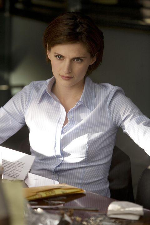 Als Kate Beckett (Stana Katic) erfährt, dass Richard Castle bei den Ermittlungen helfen soll, ist sie alles andere als begeistert ... - Bildquelle: ABC Studios