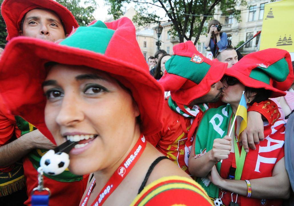 Fussball-Fans-Portugal-120613-AFP - Bildquelle: AFP