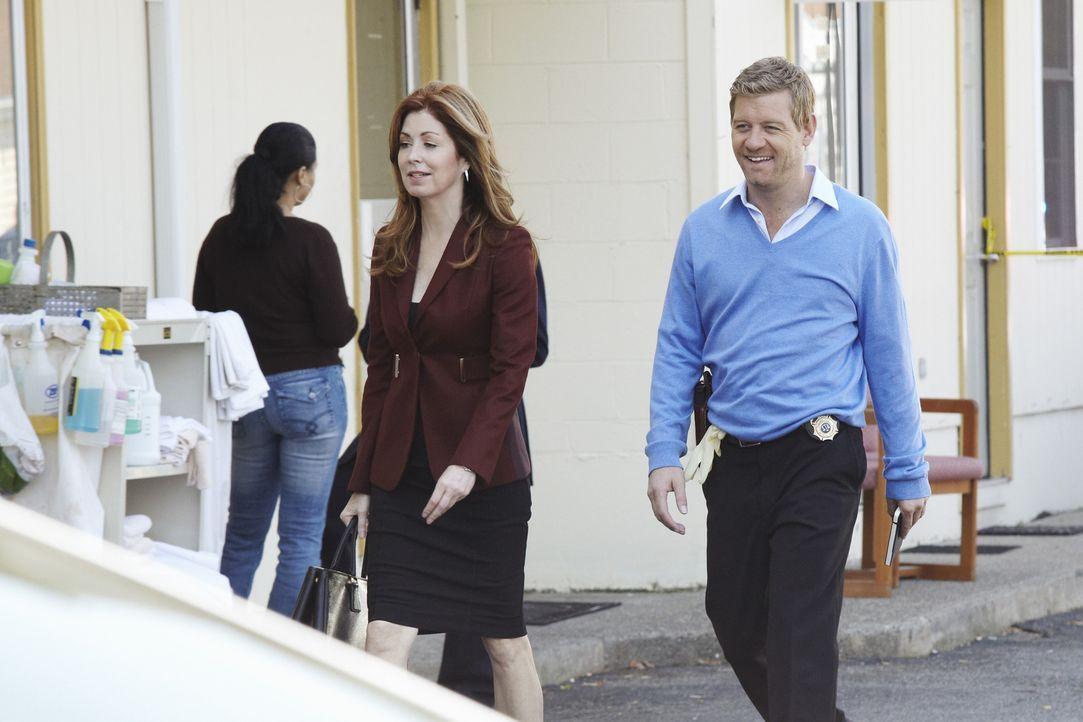 Als eine gut gekleidete Frau in einem billigen Motelzimmer tot aufgefunden wird, werden Peter (Nicholas Bishop, r.) und Megan (Dana Delany, l.) zum... - Bildquelle: ABC Studios