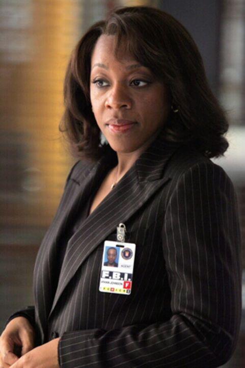 Vivian (Marianne Jean-Baptiste) versucht einen schwierigen Fall zu lösen ... - Bildquelle: Warner Bros. Entertainment Inc.