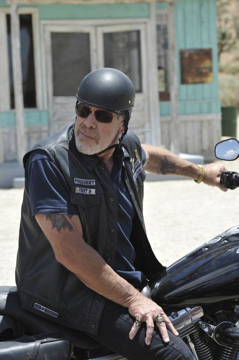 Clay (Ron Perlman) ist entsetzt, als er erfährt, in was für Geschäfte das SAMTAZ Chapter verstrickt ist ... - Bildquelle: 2011 Twentieth Century Fox Film Corporation and Bluebush Productions, LLC. All rights reserved.