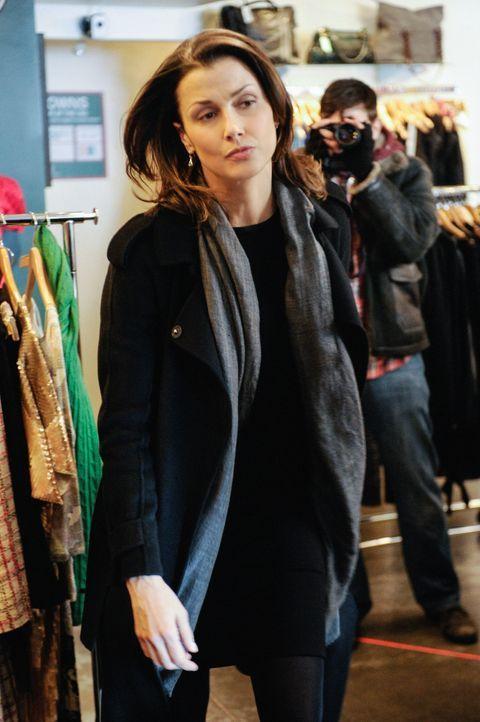 Während sie mit einer wichtigen Zeugin ein für das Gericht passendes Outfit sucht, muss Erin (Bridget Moynahan) mit einem Fotografen umgehen, der ih... - Bildquelle: Jeffrey Neira 2013 CBS Broadcasting Inc. All Rights Reserved.