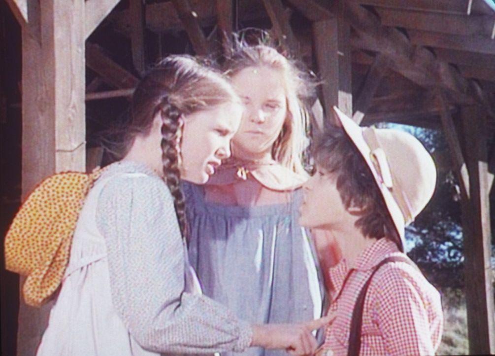 Kein Tag vergeht, ohne dass sich Laura (Melissa Gilbert, l.) und Mary (Melissa Sue Anderson, M.) mit Willie Oleson (Jonathan Gilbert, r.) streiten. - Bildquelle: Worldvision