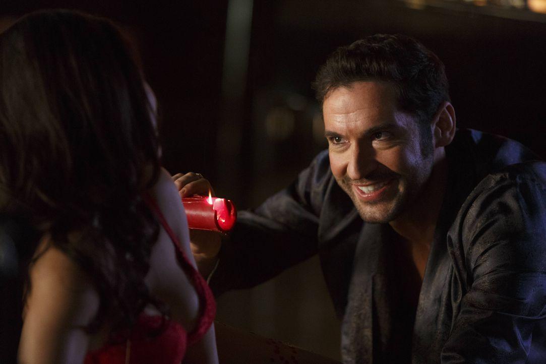 Der neue Fall lässt Lucifer (Tom Ellis) darüber nachdenken, was es wirklich bedeutet, ein Folterer zu sein ... - Bildquelle: 2016 Warner Brothers
