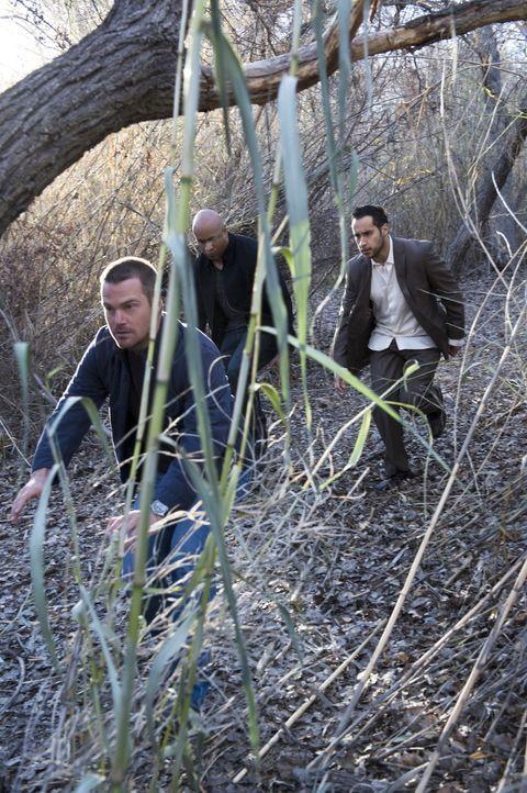 Während Granger sich auf ein Treffen mit dem ersten IS-Informanten auf amerikanischen Boden vorbereitet, werden Callen (Chris O'Donnell, l.) und Sam... - Bildquelle: CBS Studios Inc. All Rights Reserved.