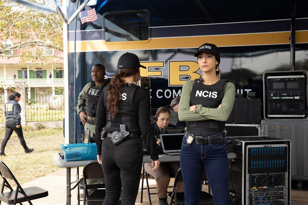 FBI Special Agent Tammy Gregorio (Vanessa Ferlito, l.); Special Agent Hannah Khoury (Necar Zadegan, r.) - Bildquelle: Sam Lothridge 2019 CBS Broadcasting Inc. All Rights Reserved. / Sam Lothridge