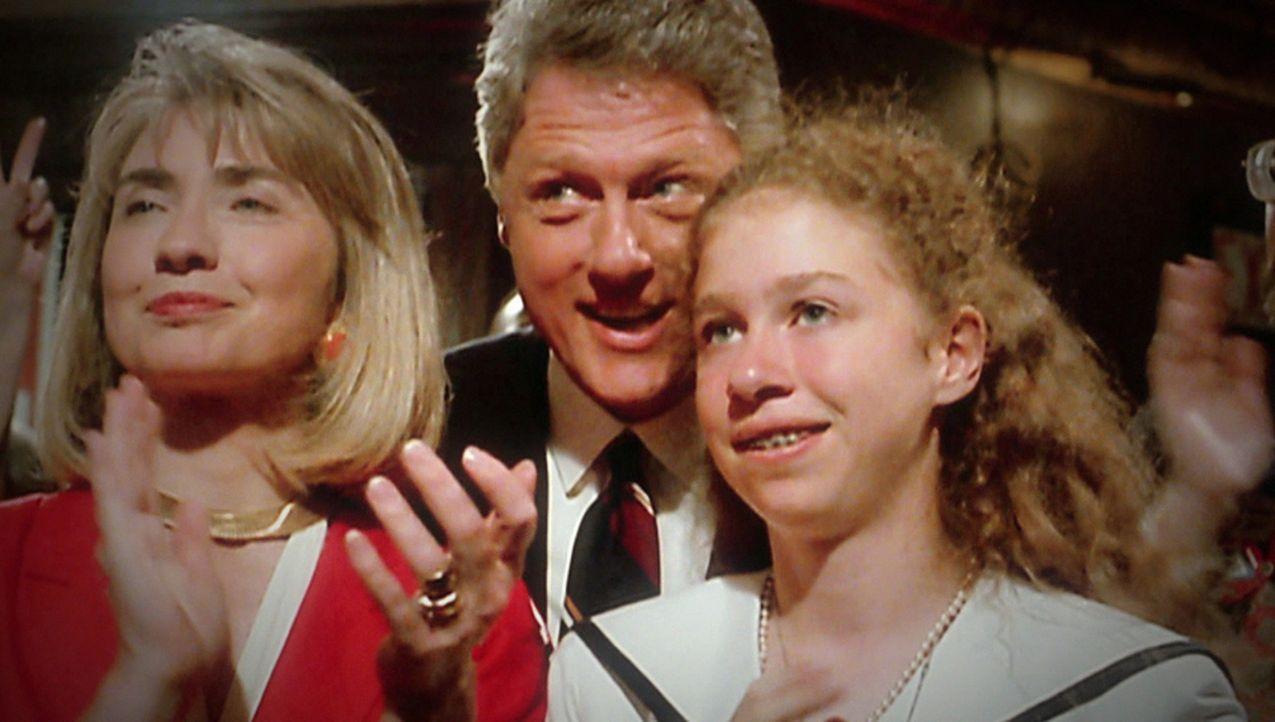 Die größten Skandale: Staatsmann oder Schürzenjäger? Präsident Bill Clinton (M.) spaltete das amerikanische Volk mit seiner außerehelichen Affäre mi... - Bildquelle: kabel eins