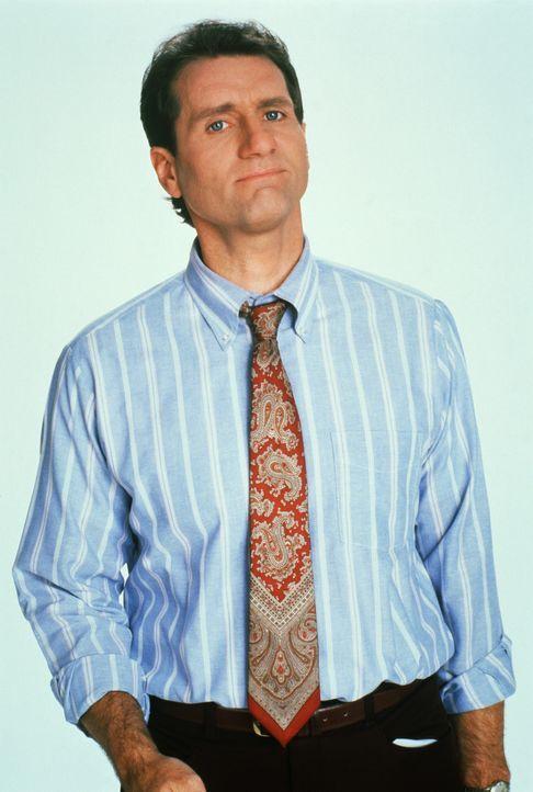 """(6. Staffel) - Eigentlich hat Al (Ed O'Neill) nichts gegen das weibliche Geschlecht, denn er ist Abonnent des """"Big'Uns""""-Magazins und geht gerne in d... - Bildquelle: 1991, 1992 ELP Communications. All Rights Reserved."""