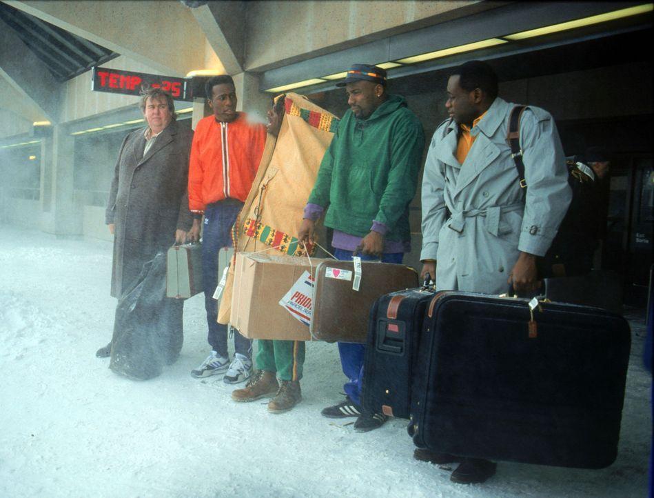 Ankunft im kanadischen Calgary: An Schnee und Eis müssen sich (v.r.n.l.) Junior Bevil (Rawle D. Lewis), Yul Brenner (Malik Yoba), Sanka Coffie (Doug... - Bildquelle: Disney