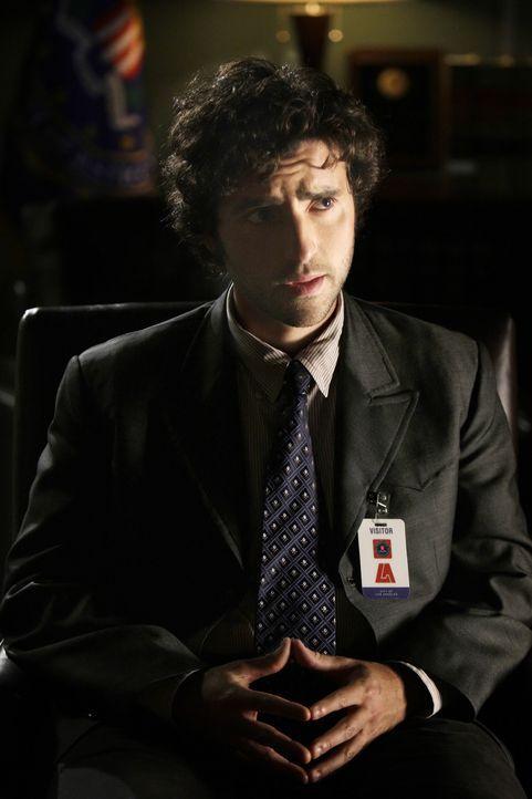 Steht Don bei einem neuen Fall bei: Charlie (David Krumholtz) ... - Bildquelle: Paramount Network Television