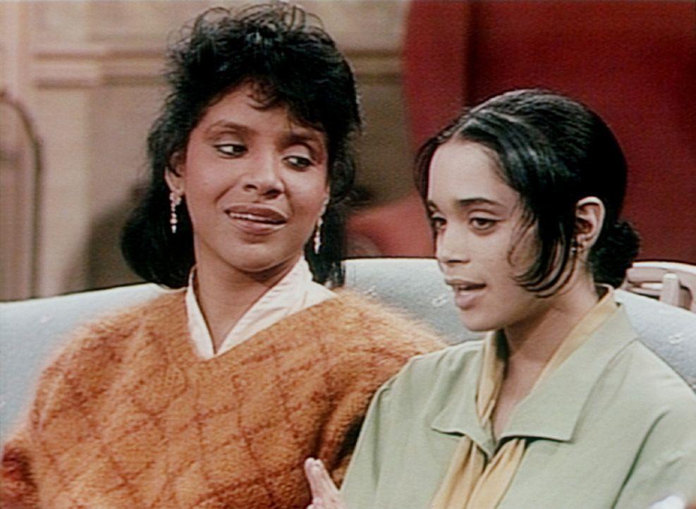 Clair (Phylicia Rashad, l.) empfiehlt Denise (Lisa Bonet, r.), sich aus dem Liebesleben von Familienmitgliedern herauszuhalten. - Bildquelle: Viacom