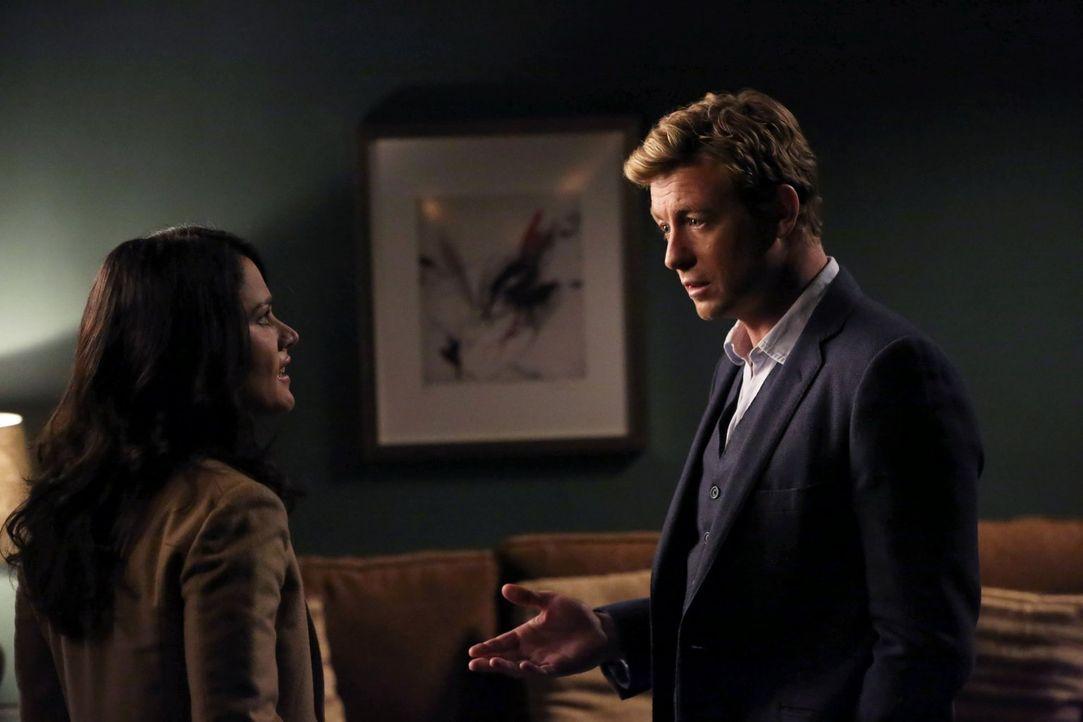 Ermitteln in einem neuen Fall: Patrick (Simon Baker, r.) und Teresa (Robin Tunney, l.) ... - Bildquelle: Warner Bros. Television