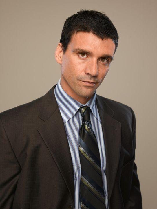 (1. Staffel) - Obwohl die Medien Jim zum Helden gemacht haben, stößt er bei Detective Marty Russo (Frank Grillo)  immer wieder auf Misstrauen und... - Bildquelle: TM &   2006 CBS Studios Inc. All Rights Reserved.