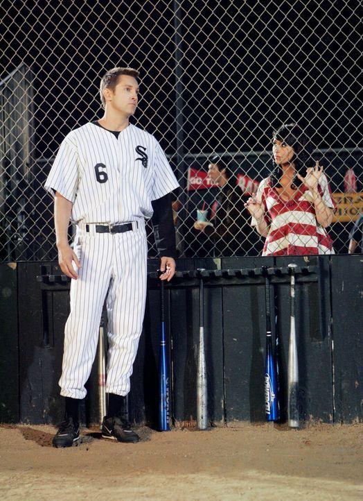 Melinda (Jennifer Love Hewitt, r.) redet dem Geist von Ex-Profi Matt Vonner (Christopher Wiehl, l.) ins Gewissen ... - Bildquelle: ABC Studios