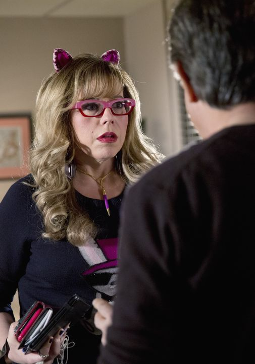 Als ein Serienkiller in Tallahassee sein Unwesen treibt, beginnt für Rossi (Joe Mantegna, r.) und Garcia (Kirsten Vangsness, l.) ein Wettlauf gegen... - Bildquelle: Cliff Lipson 2015 American Broadcasting Companies, Inc. All rights reserved. / Cliff Lipson