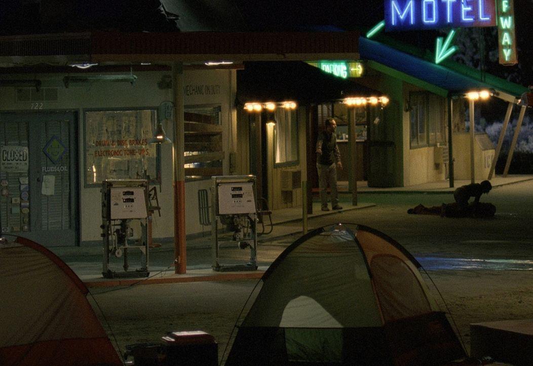 Als ihr Auto den Geist aufgibt, sehen sich ein paar Freunde gezwungen, die Nacht in einem Motel zu verbringen. Nichtsahnend, dass sich dort ein Kill... - Bildquelle: Telepool