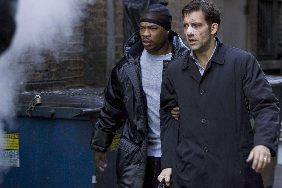 Nach und nach kommt Charles (Clive Owen, r.) den Gangstern auf die Spur - und gerät dabei an Dexter (Xzibit, l.), einen der Handlanger von LaRoche... - Bildquelle: Bill Kaye, Chuck Hodes, Ollie Upton Miramax Films All rights reserved