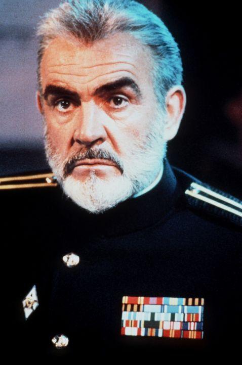Der sowjetische U-Boot-Kapitän (Sean Connery) gibt Befehl zum Kurswechsel - gen Westen ... - Bildquelle: Paramount Pictures