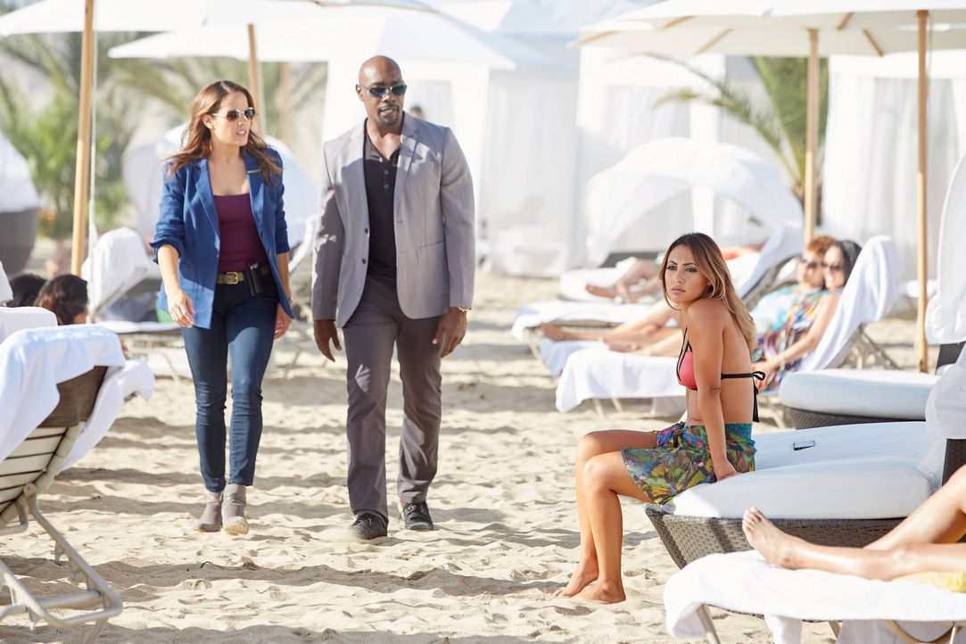 Gemeinsam suchen Rosewood (Morris Chestnut, M.) und Villa (Jaina Lee Ortiz, r.) den Mörder eines einflussreichen Musikproduzenten, der viele Feinde... - Bildquelle: 2016-2017 Fox and its related entities. All rights reserved.
