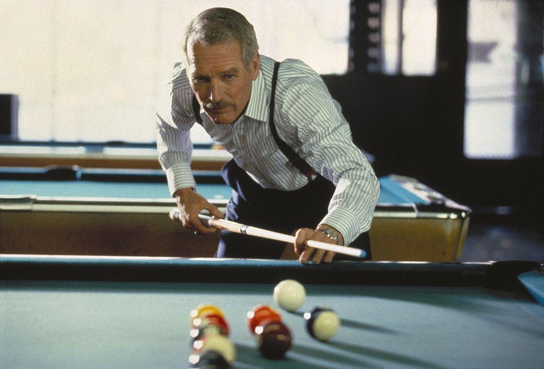 Der elegante Eddie Felson (Paul Newman), ein Genie des Poolbillards, ist im Laufe der Jahre zu einem  Zyniker geworden ... - Bildquelle: Buena Vista Pictures
