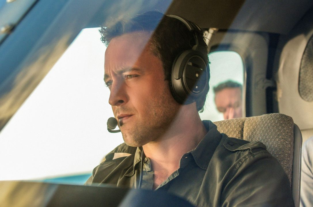 Als die Drohungen gegen ein Touristikunternehmen, das Haie gefährdet, tödlich enden, müssen Steve (Alex O'Loughlin) und sein Team die Täter dingfest... - Bildquelle: 2013 CBS Broadcasting, Inc. All Rights Reserved.