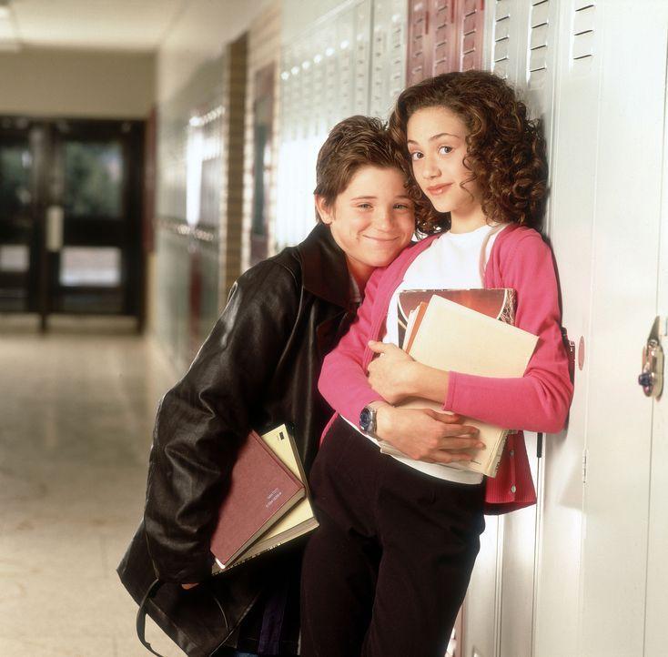 Der hoch intelligente Charlie 'Chaz' Boyle (Trevor Morgan, l.) verliebt sich Hals über Kopf in die gleichaltrige Claire (Emmy Rossum, r.). Er will... - Bildquelle: Disney