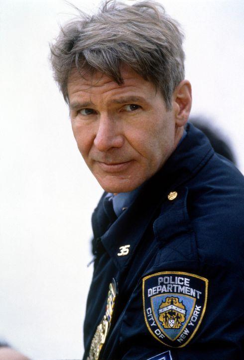 O'Meara (Harrison Ford) ahnt nichts von Devaneys Vergangenheit und tut sein Bestes, um dem jungen Mann fern der krisengeschüttelten Heimat zu einem... - Bildquelle: Columbia TriStar