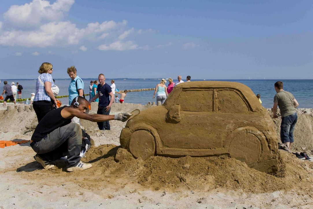 """Es ist ein Rekord von gigantischem Ausmaß: """"Abenteuer Leben"""" will gemeinsam mit seinen Zuschauern die längste Sandburg der Welt bauen ... - Bildquelle: kabel eins"""