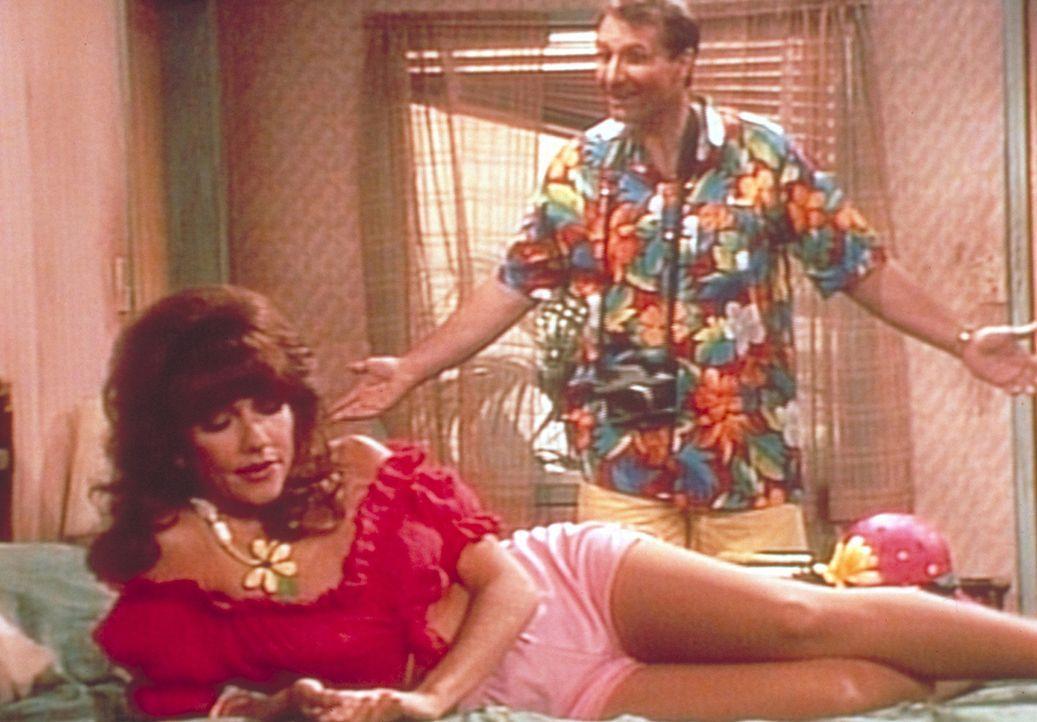 Die Bundys verbringen ihren Urlaub in einem gottverlassenen Provinznest. Peggy (Katey Sagal, vorne) schmollt deshalb mit ihrem Mann Al (Ed O'Neill,... - Bildquelle: Columbia Pictures